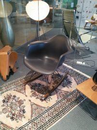 Vitra schommelstoel model Plastic Armchair
